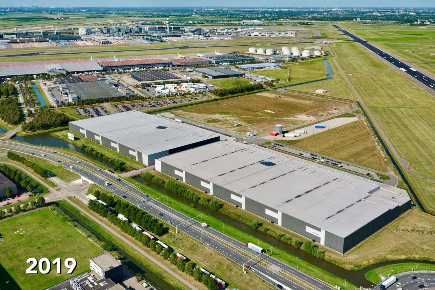 "GreenMountains logistics park Schiphol-Rijk, next to the ""Aalsmeerbaan"" runway."
